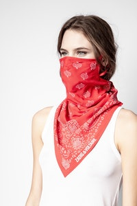Maske mit Damenhalstuch und Bandanaprint