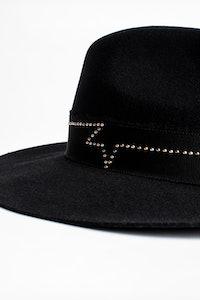 Amelia Stardust hat